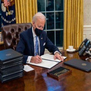 Байдън върна САЩ в СЗО, спря строителството на стената