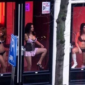 """Изгасиха """"червените фенери"""" в Брюксел заради COVID-19"""
