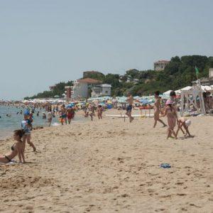 Марешки подарява плаж на президента