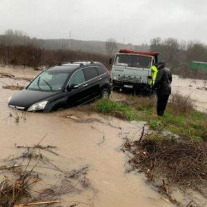 Над 10 общини все още са без ток заради обилните валежи