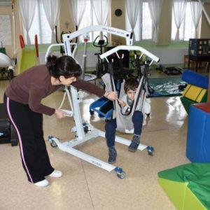 """Нов уред за рехабилитация помага на децата в център """"Милосърдие"""""""