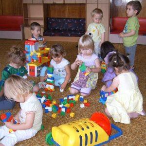Близо половината деца се връщат в яслите и градините в Русе