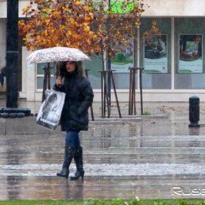 Дъждовно и необичайно студено време днес