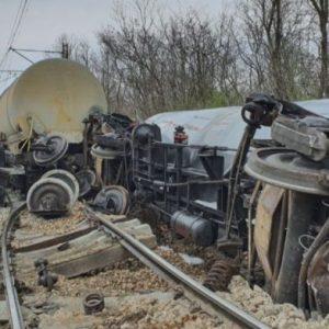 Източват горивото от дерайлиралите край Ветово цистерни