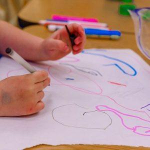 МОН предлага безплатни учебници и в детските градини