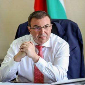 """Нов провал на """"зелените коридори"""", министърът мечтае за 70% ваксинирани до юли"""