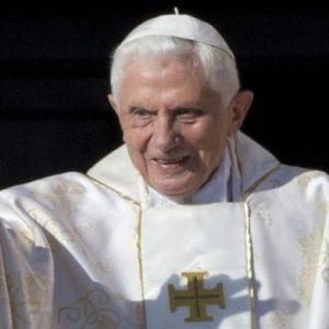 Папа Бенедикт XVI на смъртно ложе?