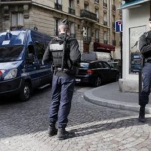 Тунизиец намушка френска полицайка и бе застрелян